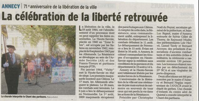 Les enfants du centre Claude Vaillot rendent hommage lors de la commémoration de la libération d'Annecy